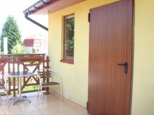 Pokój nr 12 - taras i drzwi wejściowe