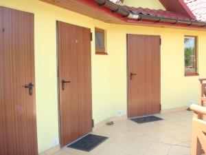 Pokój nr 7 , 8 , 9 drzwi wejściowe